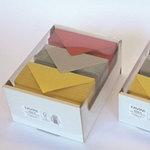 Scatola 150 cartoncini (250gr) + 150 buste (120gr) color rosso, oro, argento - A4 - Favini
